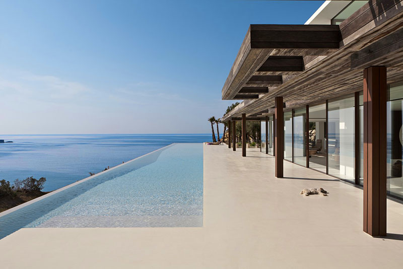 Exclusive villa with direct access to the sea
